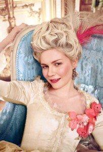 Versailles Gold de L'oréal, mes ongles de Marie-Antoinette dans L'Oréal Kirsten-as-Marie-Antoinette-204x300