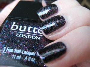 The Black Knight/ Butter London dans black IMG_2608-300x225