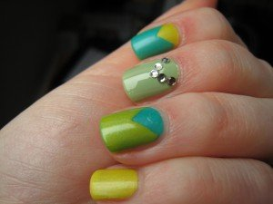 Sunday Nail Battle # 6 : triangle party ! dans Bidouillages onglesques IMG_2649-300x225