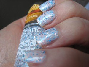 Des ongles bonbons avec Sweets way de Nails Inc dans blue IMG_3627-300x225